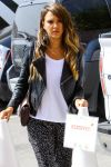 Celebrities Wonder 61344586_jessica-alba-santa-monica_5.jpg