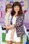 Celebrities Wonder 61480405_tiffani-thiessen-Doc-Mobile-Tour_6.jpg