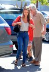 Celebrities Wonder 62665059_jessica-alba-office_6.jpg