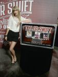 Celebrities Wonder 6472132_taylor-swift-press-event_2.jpg
