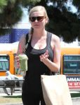 Celebrities Wonder 68110229_kirsten-dunst-gym_6.jpg