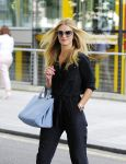 Celebrities Wonder 70899992_rosie-huntington-whiteley-at-Marks-Spencer_5.jpg