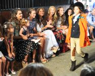 Celebrities Wonder 72988715_jessica-alba-ralph-lauren-girls-fashion-show_7.jpg