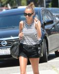 Celebrities Wonder 77694887_nicole-richie-short-shorts_7.jpg