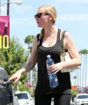 Celebrities Wonder 81608747_kirsten-dunst-gym_7.jpg
