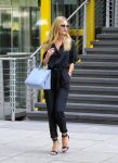 Celebrities Wonder 82956374_rosie-huntington-whiteley-at-Marks-Spencer_3.jpg