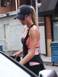 Celebrities Wonder 83426566_rosie-huntington-whiteley-gym_7.jpg