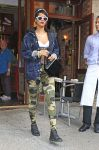 Celebrities Wonder 85910586_rihanna-Da-Silvano-restaurant_2.jpg
