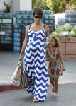 Celebrities Wonder 89199820_pregnant-halle-berry-grocery-shopping_5.jpg