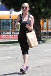 Celebrities Wonder 8996829_kirsten-dunst-gym_5.jpg