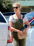 Celebrities Wonder 90279286_julianne-hough-in-overalls_5.jpg