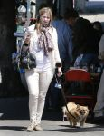Celebrities Wonder 90319503_mischa-barton-dog_2.jpg