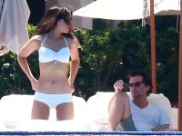 Celebrities Wonder 90874743_kate-beckinsale-bikini_8.jpg
