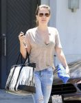 Celebrities Wonder 98181378_sophia-bush-shopping_4.jpg
