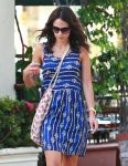 Celebrities Wonder 99822457_jordana-brewster-nail-salon_5.jpg