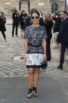 Celebrities Wonder 10102036_salma-hayek-balenciaga-fashion-show_1.jpg