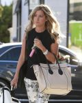 Celebrities Wonder 12132659_ashley-tisdale-shopping-beverly-hills_5.jpg