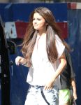 Celebrities Wonder 1324190_selena-gomez-NRJ-Radio_4.jpg