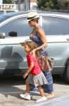 Celebrities Wonder 14390314_pregnant-halle-berry_2.jpg