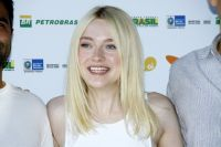 Celebrities Wonder 19037779_Dakota-Fanning-at-Rio-Film-Festival_5.jpg