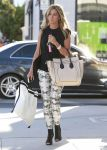 Celebrities Wonder 20500894_ashley-tisdale-shopping-beverly-hills_3.jpg