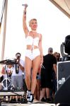 Celebrities Wonder 21760991_iHeartRadio-Music-Festival -2013-day-2_Miley Cyrus 3.JPG