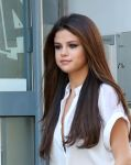 Celebrities Wonder 22389888_selena-gomez-NRJ-Radio_5.jpg