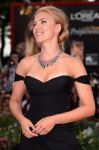 Celebrities Wonder 23459413_scarlett-johansson-venice-film-festival-red-carpet_5.jpg