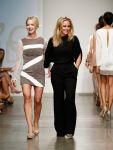 Celebrities Wonder 31494463_jennie-garth-Nolcha-Fashion-show_3.jpg