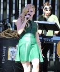 Celebrities Wonder 33161773_avril-lavigne-on-the-set-of-Extra_6.JPG