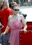 Celebrities Wonder 3427617_alyssa-milano-farmers-market_5.jpg