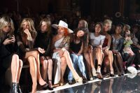 Celebrities Wonder 34918327_anna-kendirck-london-fashion-week_6.jpg