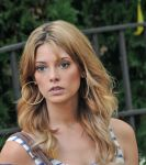 Celebrities Wonder 38595659_ashley-greene-on-the-set-of Staten-Island-Summer-in-NY_5.jpg