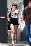 Celebrities Wonder 40584829_taylor-swift-the-grove_4.jpg