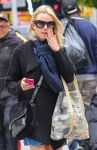 Celebrities Wonder 40653907_naomi-watts-street-style_5.jpg