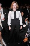 Celebrities Wonder 42827165_Carolina-Herrera-Spring-2014-front-row_Christina Hendricks 1.jpg
