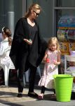 Celebrities Wonder 45448712_angelina-jolie-children-sydney_2.JPG