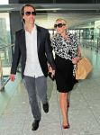 Celebrities Wonder 45991504_kate-winslet-Heathrow-Airport_2.jpg