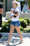 Celebrities Wonder 46133681_britney-spears-denim-shorts_2.jpg