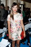 Celebrities Wonder 46400817_Tory-Burch-Spring-2014-front-row_Rashida Jones 3.jpg
