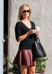 Celebrities Wonder 46899677_reese-witherspoon-leather-skirt_4.jpg