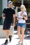 Celebrities Wonder 51325801_britney-spears-denim-shorts_4.jpg
