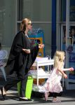 Celebrities Wonder 51845229_angelina-jolie-children-sydney_5.JPG