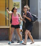 Celebrities Wonder 55398080_katie-holmes-with-friends_5.jpg