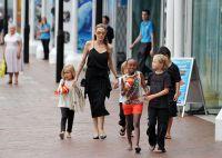 Celebrities Wonder 56034569_angelina-jolie-children_6.JPG