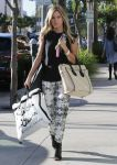 Celebrities Wonder 5605572_ashley-tisdale-shopping-beverly-hills_1.jpg