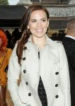 Celebrities Wonder 58834697_burberry-spring-2014-front-row_Hayley Atwell 2.jpg