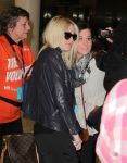 Celebrities Wonder 64144376_dakota-fanning-airport-toronto_5.jpg