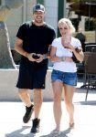 Celebrities Wonder 6489094_britney-spears-denim-shorts_1.jpg