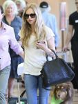 Celebrities Wonder 73230833_amanda-seyfired-lax-airport_4.jpg